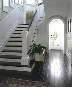 Modern Staircase Design Ideas – Browse inspiring images of modern stairs. With t… Modern Staircase Design Ideas – Browse inspiring Banisters, Stair Railing, Metal Spindles, Stair Lift, Flooring For Stairs, Wood Stairs, Entryway Stairs, Entryway Ideas, Hallway Ideas