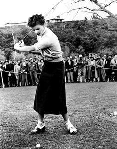 Ravageuses play golf. | Katharine Hepburn