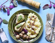 Pofta buna! #Piept de pui cu pesto de leurda, ciuperci la cuptor si piure de cartofi cu telina Pesto, Camembert Cheese, Acai Bowl, Lunch, Dinner, Breakfast, Food, Acai Berry Bowl, Dining