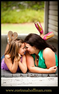 love this mother daughter pose- would be cute in the snow:)
