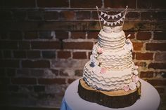 bunting wedding cake photography