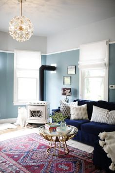 Home Interior Catalogo Our Henry Sofa and Floral Burst Chandelier making a statement in this cozy, colorful Seattle abode. Seen on Cup of Jo! Interior Design Living Room, Living Room Designs, Living Room Decor, Creative Kids Rooms, Shabby Chic Kitchen Decor, Seattle Homes, Eclectic Decor, Home And Living, Small Living