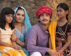 Mohan and Bhakti looking like a village People in the show Hamari Devrani Village People, Indian People, Wallpaper Size, Hindus, Cute Images, Pakistani, Beautiful Women, Sari, Culture