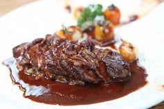 Díky výpečkům má výsledná omáčka krásnou barvu. Hollandaise Sauce, Jus D'orange, Meat Sauce, Ketogenic Diet, Keto Recipes, Steak, Beef, Asian