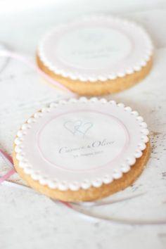 Give Away Kekse mit Hochzeitslogo von www.suess-und-salzig.de