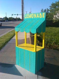 Lemonade bar, diy pallet projects, projects for kids, diy for kids Diy Pallet Projects, Projects For Kids, Diy For Kids, Wood Projects, Kids Lemonade Stands, Lemonade Bar, Farm Stand, Candy Shop, Bake Sale