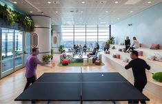 Game theory informs Susquehanna's analytical approach to trading, and the company's smart new Sydney workplace by Gensler takes its culture to new heights. Open Space Office, Office Space Design, Workspace Design, Office Workspace, Office Interior Design, Smart Office, Cool Office, Corporate Interiors, Office Interiors