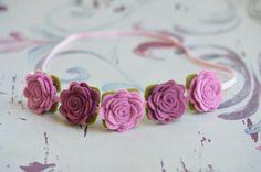 Felt Flower Garland Headband With Flowers in Pink Violet por bloomz
