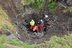"June 2016 - ""Body in well confirms Viking Saga"" Archeologists from NIKUnorway working in the well. Image: The Norwegian Institute for Cultural Heritage Research Viking Battle, Viking Age, Saga, Norwegian Vikings, Norway Viking, Archaeological Discoveries, Ancient Vikings, Old Norse, Antique Maps"