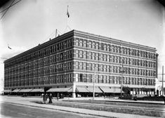 Source: Photograph, The original Eatons which opened in 1905 (Photo Circa 1900-1925) This is a photograph of the Eaton's store in Winnipeg during the 1920s. This building was opened in 1905 and was the first m Due to 1920s consumerism in Canada, this business grew. The company was used across Canada with its catalogues and many big cities had their stores. Even small towns like Chatham, Belleville and Huntsville had stores built in the 1920s. (Canadian Encyclopedia) This shows how widespread… History Class, Consumerism, Small Towns, Teacher Resources, 1920s, Cities, Photograph, Canada, Fotografia