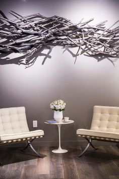 Spa waiting area CROWN OF THORNS? Spa Reception Area, Reception Rooms, Dining Room Chairs Ikea, Wayfair Living Room Chairs, Salon Waiting Area, Waiting Room Design, Spa Furniture, Lobby Furniture, Office Waiting Rooms