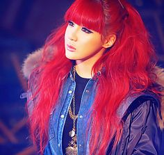 Anyone else remember Park Bom from amazing red hair? Sure wish I could pull it off Kpop Girl Groups, Korean Girl Groups, Kpop Girls, Hairstyles With Bangs, Girl Hairstyles, Asian Hairstyles, K Pop, Red Hair With Bangs, 2ne1 Minzy