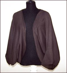EIRYU de punto fino fino marrón.     Puedes verlo también en:  http://wp.me/p2FVSn-9S    Y más chaquetas como esta en:  http://eljardindeamlaki.wordpress.com/category/eiryus-amlaki/