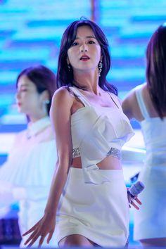 Stage Outfits, Kpop Outfits, Kpop Girl Groups, Kpop Girls, Beautiful Asian Girls, Gorgeous Women, Cute Girls, Cool Girl, Pink Panda
