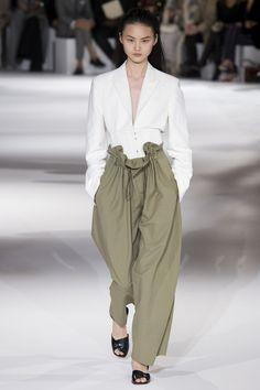 Stella McCartney Fashion Show Spring-Summer 2017: Cette collection est très écologique certes mais pas très belle.