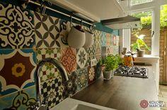 Kolorowe płytki do kuchni,płytki w kuchni, orientalne płytki. Zobacz więcej na: https://www.homify.pl/katalogi-inspiracji/35320/jak-wybrac-idealne-plytki-do-kuchni