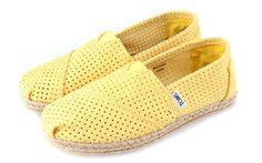 Womens Cheap Toms Online Crochet Classics Freetown Shoes Yellow