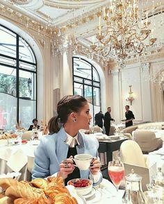 Curtidas life of luxury, luxury cafe, luxury girl, luxe life, luxury livi. Luxury Lifestyle Fashion, Rich Lifestyle, Wealthy Lifestyle, Lifestyle Shop, Women Lifestyle, Luxury Fashion, Luxury Cafe, Luxury Restaurant, Luxury Girl