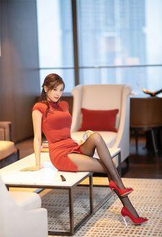 Beautiful Asian Women, Beautiful Legs, Game Of Thrones Girl, Chinese Kimono, Workout Tops For Women, Blonde Model, Glam Girl, Poses, Sexy Asian Girls