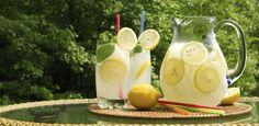 Immer nur Wasser? Das ist ganz schön langweilig. Trinkt doch mal eine spritzige Limonade! Die solltet ihr aber selber machen - das schmeckt 1000 Mal besser...
