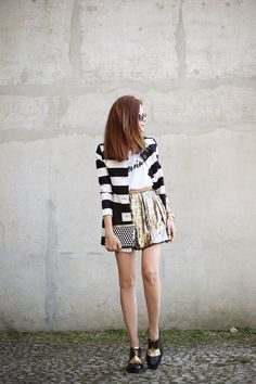My kind of outfit with some black and white stripes and a little bit of shine in a gorgeous golden sequined skirt. The perfect piece to rock an outfit.