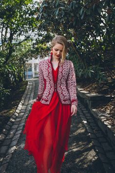 Explore the largest online selection of Dale of Norway sweaters and cardigans and Oleana Sweaters! Fair Isle Knitting Patterns, Knitting Designs, Knit Fashion, Sweater Fashion, Scandinavian Fashion, Nordic Fashion, Norwegian Knitting, Nordic Sweater, Nordic Style