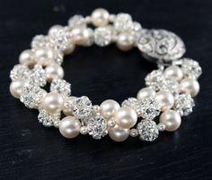 Pearl and Rhinestone Bridal Cuff Bracelet  por LizardiBridal, $179.00