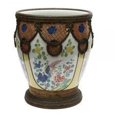 LEGRÁS (Aribuído) Vaso em porcelana com policromia floral. Base e bordas em bronze com acabamentos