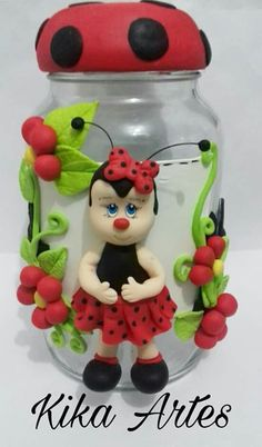 Pote Grande joaninha de biscuit Polymer Clay Disney, Cute Polymer Clay, Handmade Polymer Clay, Wine Bottle Crafts, Jar Crafts, Diy And Crafts, Decoupage Jars, Clay Fairy House, Clay Jar