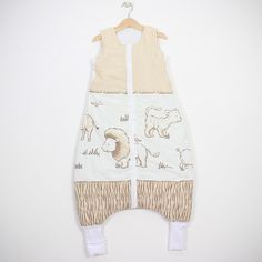 """Sac de dormit """"Safari"""". Sac de dormit cu picioare de iarnă pentru bebelușii care încep să meargă și copii Grosime – 2.5 tog – este recomandat pentru temperatura camerei între 18-22 °С. Căptușit. - Șosete integrate pentru serile mai reci - Banda elastică de sub braț - așa sacul vine mai bine pe corpul copilașului - Fermoar YKK cu închidere în fața #sacdedormitcopii, #sacdedormitcupicioare, #saculetifermecati, #saccopii, #copii, #somncopii, #copiidezveliti, #NightKnight Baby, Fashion, Moda, La Mode, Newborn Babies, Fasion, Infant, Baby Baby, Doll"""