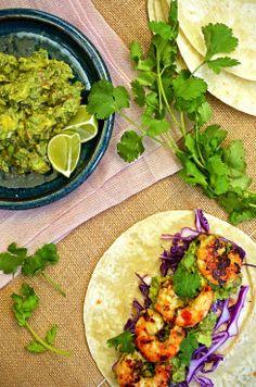 Tacos de Camaron (Soft Tacos with Prawns and Guacamole) from Table Twenty Eight Meat Recipes, Seafood Recipes, Mexican Food Recipes, Dinner Recipes, Healthy Recipes, Fish Recipes, Delicious Recipes, Garlic Health Benefits, Mexican Menu