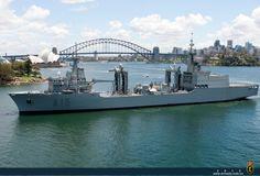 El Cantabria, de la Armada Española, en la bahía de Sydney.