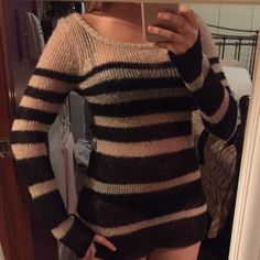 Billabong sweater Black and Tan. Great condition. VERY comfortable!! No trades Billabong Tops Tees - Long Sleeve