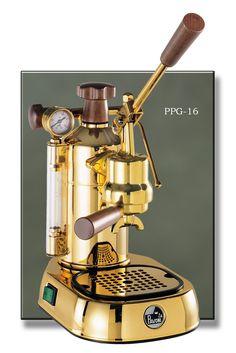 La Pavoni Professional Espresso Machine 16 Cup in Brass Espresso Coffee Machine, Cappuccino Coffee, Cappuccino Machine, Coffee Shop, Coffee Maker, Best Espresso, Espresso Cups, Kitsch, Italian Coffee