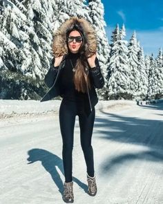 21 Lovely Women Winter Outfits Ideas Enjoy The Snow – homeinspireandide. Source by eswline outfits snow Casual Winter Outfits, Winter Fashion Outfits, Night Outfits, Autumn Winter Fashion, Fall Outfits, Cute Outfits, Snow Fashion, Fashion Fashion, Retro Fashion