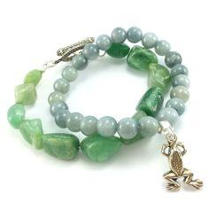 Bransoletki z kamieni zielonego agatu i szarego marmuru z charmsem żabą.