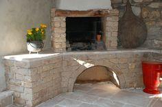 barbecue et recouvrement de sol en pierre