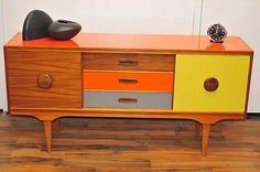 Replicate with epoxy gloss. Retro Furniture Makeover, 1970s Furniture, Furniture Update, Teak Furniture, Art Deco Furniture, Repurposed Furniture, Vintage Furniture, Painted Furniture, Furniture Design
