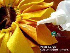 Eu Amo Artesanato: Flor Girassol em Feltro com molde Crafts, Salvador, Sunflower Flower, Sunflower Party, Happy Bday Sister, Accent Pillows, How To Make Flowers Out Of Paper, General Crafts, Masha And The Bear