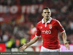 O Benfica goleou o Rio Ave por 6-1 no Estádio da Luz. Lima foi o herói da noite ao apontar um hat-trick.