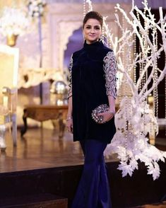 Wear design shirt to look slim and elegant . Party Wear Indian Dresses, Pakistani Fashion Party Wear, Pakistani Wedding Outfits, Designer Party Wear Dresses, Kurti Designs Party Wear, Indian Outfits, Party Dresses, Velvet Pakistani Dress, Pakistani Formal Dresses
