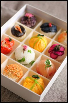 Temari-Sushi. Colorful and delicious...looks like a cross between nigirizushi and omusubi!                                                                                                                                                                                 More Sushi Love, Plats Cuisinés, Japanese Food Sushi, Japanese Lunch Box, Japanese Cuisine, Japanese Sweets, Japanese Dishes, Japanese Rice, Food Japan