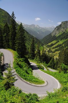 Quick Tune-Up For Spring Bicycle Riding Beautiful Roads, Beautiful Places, Dangerous Roads, Road Trip Europe, Winding Road, Places Around The World, Landscape Photos, Nature Pictures, Amazing Nature