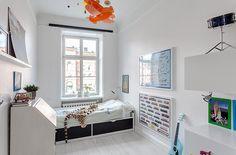 Boys room with Flaxa bed (http://www.ikea.com/dk/da/catalog/products/S09031912/)