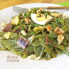 Este salteado de judías verdes con anchoas es un plato rápido y muy sabroso. Es una deliciosa cena sencilla y ligera.