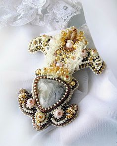 Beautiful brooches by Agija Rezcova | Beads Magic