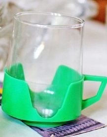 Sklenička s plastovým kalíškem