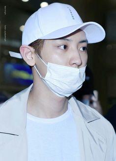 [170409] Incheon Airport  #Chanyeol #EXO  cr.블랙나잇