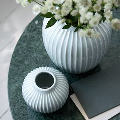 Fill the mint vase with colourful flowers and bring the joy of nature inside. The unique design vase is beautiful on its own, but is also wonderful in a tableau with other vases from Kähler.