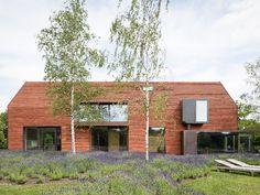 Van een oude schuur tot een moderne oase van rust • Architect: Pascal François (nieuwbouw • modern • rode tegelplannen)